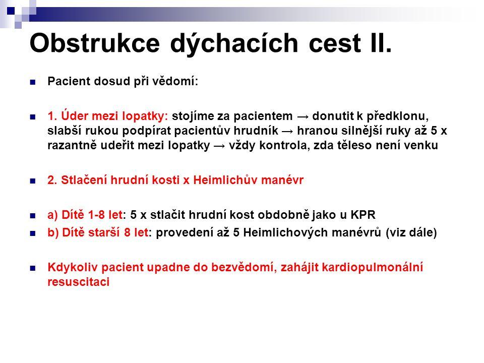 Obstrukce dýchacích cest II. Pacient dosud při vědomí: 1. Úder mezi lopatky: stojíme za pacientem → donutit k předklonu, slabší rukou podpírat pacient