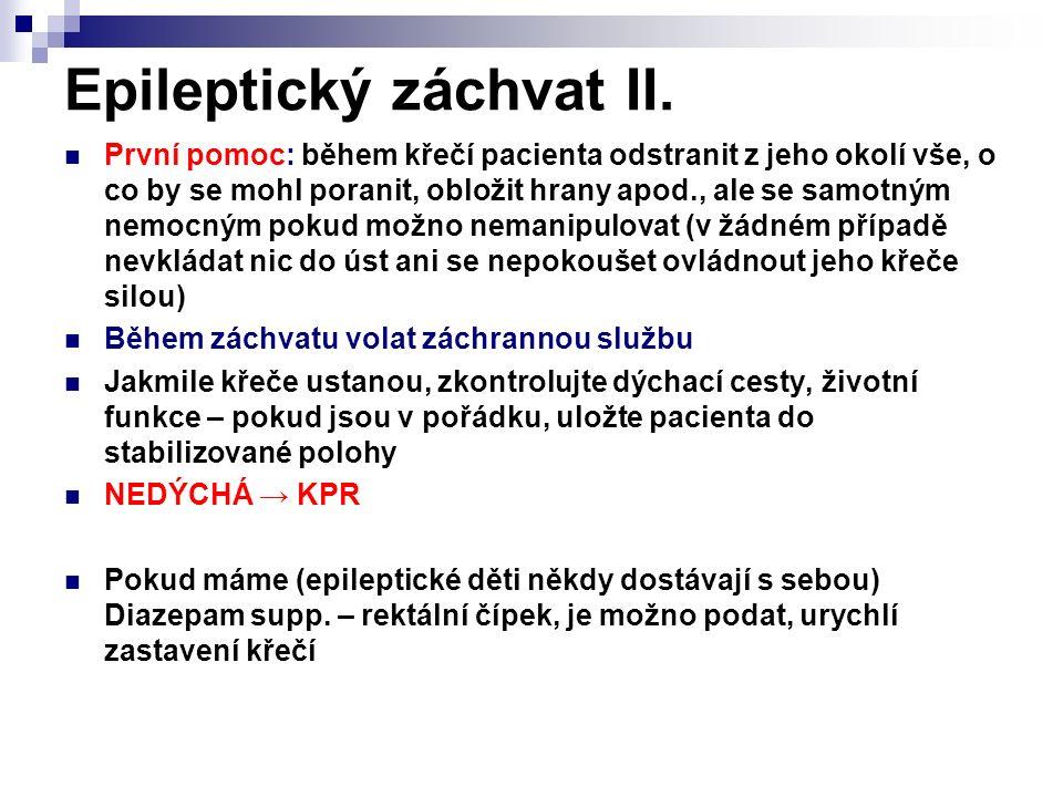Epileptický záchvat II. První pomoc: během křečí pacienta odstranit z jeho okolí vše, o co by se mohl poranit, obložit hrany apod., ale se samotným ne