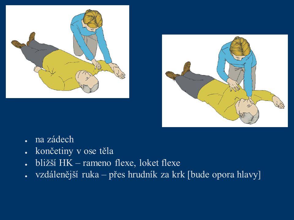 ● na zádech ● končetiny v ose těla ● bližší HK – rameno flexe, loket flexe ● vzdálenější ruka – přes hrudník za krk [bude opora hlavy]