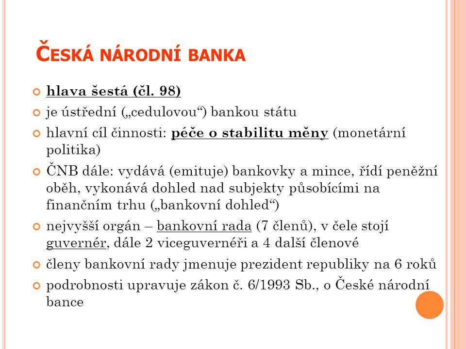 """Č ESKÁ NÁRODNÍ BANKA hlava šestá (čl. 98) je ústřední (""""cedulovou"""") bankou státu hlavní cíl činnosti: péče o stabilitu měny (monetární politika) ČNB d"""