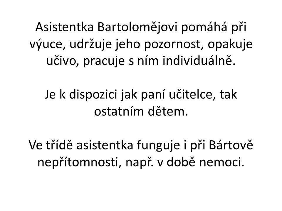 Asistentka Bartolomějovi pomáhá při výuce, udržuje jeho pozornost, opakuje učivo, pracuje s ním individuálně.