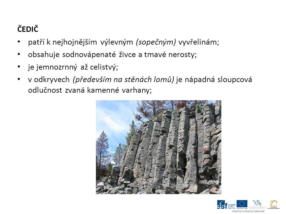 Usazené horniny usazené horniny vznikají na zemském povrchu usazováním látek na dně moří, jezer, řek i na souši, podle způsobu vzniku se dělí na: 1.úlomkovité (tvoří se přenášením a usazováním rozrušených hornin a nerostů); 2.organogenní (vznikají usazováním odumřelých těl rostlin a živočichů, jejich schránek nebo koster); 3.chemické; těleso usazených hornin se nazývá vrstva, nahoře a dole ji ohraničují vrstevní plochy, kolmá vzdálenost mezi nimi vyjadřuje mocnost vrstvy; vrstvu mohou vytvářet i horniny vyvřelé a přeměněné; soubor vrstev tvoří souvrství;