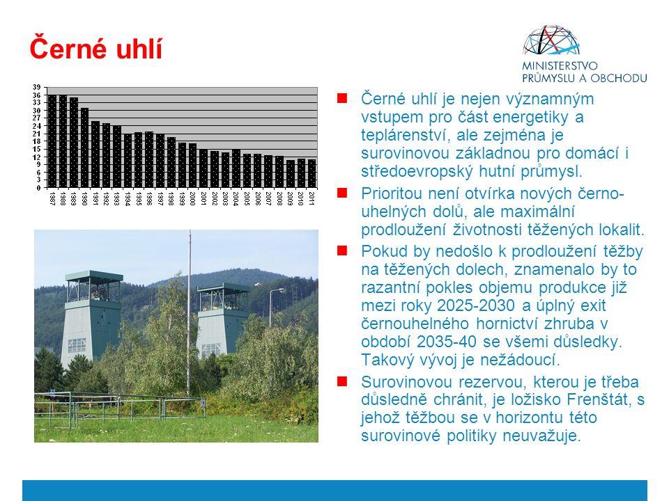 Černé uhlí Černé uhlí je nejen významným vstupem pro část energetiky a teplárenství, ale zejména je surovinovou základnou pro domácí i středoevropský hutní průmysl.