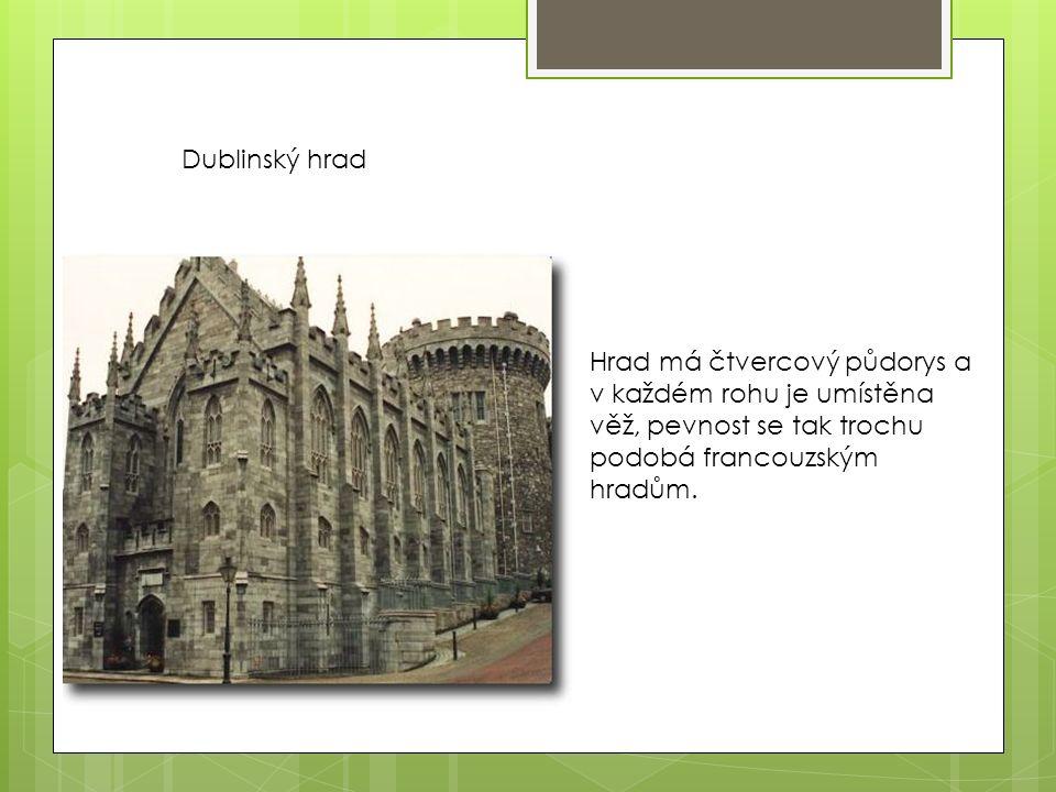 Hrad má čtvercový půdorys a v každém rohu je umístěna věž, pevnost se tak trochu podobá francouzským hradům.