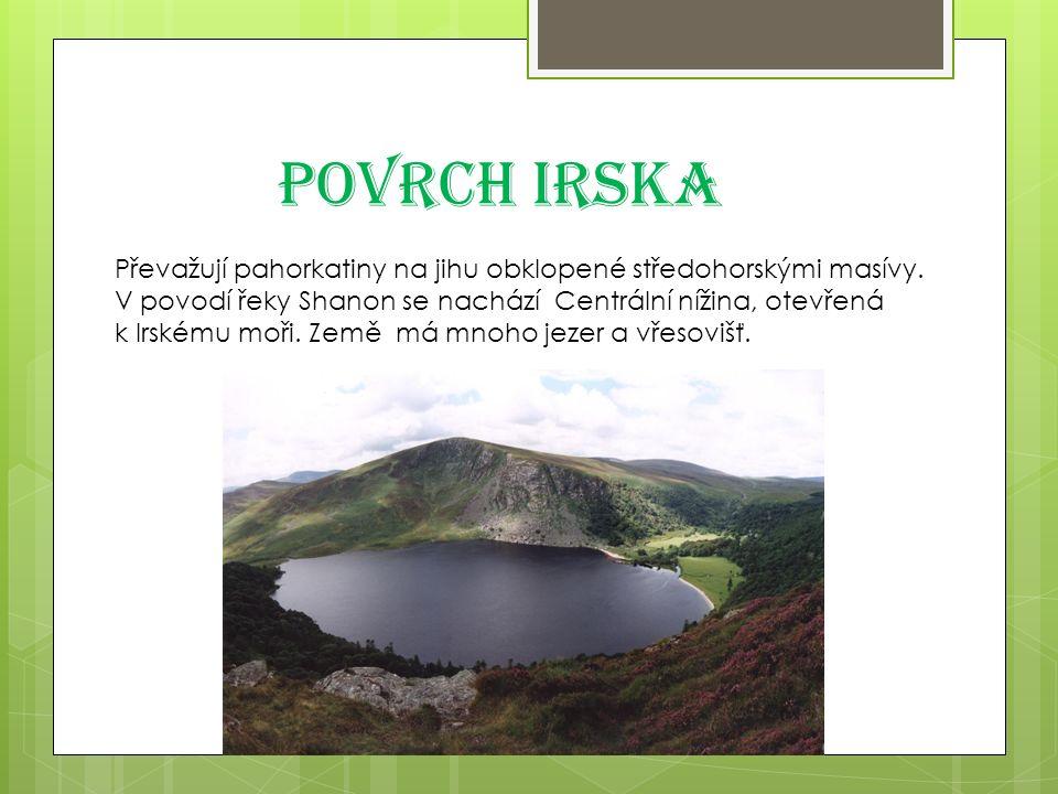 Povrch Irska Převažují pahorkatiny na jihu obklopené středohorskými masívy.