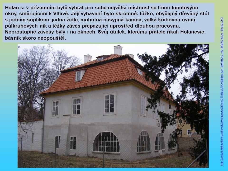 Holan si v přízemním bytě vybral pro sebe největší místnost se třemi lunetovými okny, směřujícími k Vltavě.