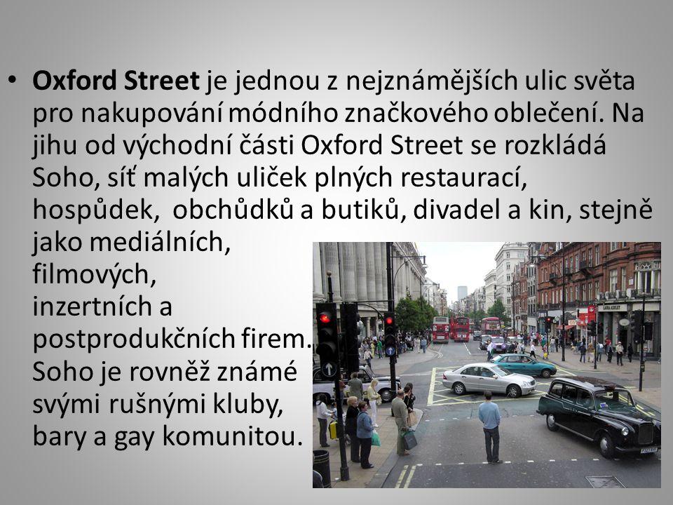 Oxford Street je jednou z nejznámějších ulic světa pro nakupování módního značkového oblečení.