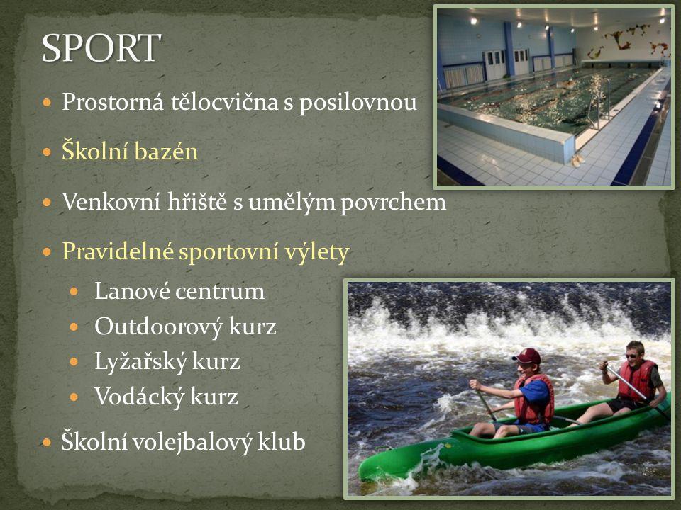 Prostorná tělocvična s posilovnou Školní bazén Venkovní hřiště s umělým povrchem Pravidelné sportovní výlety Lanové centrum Outdoorový kurz Lyžařský k