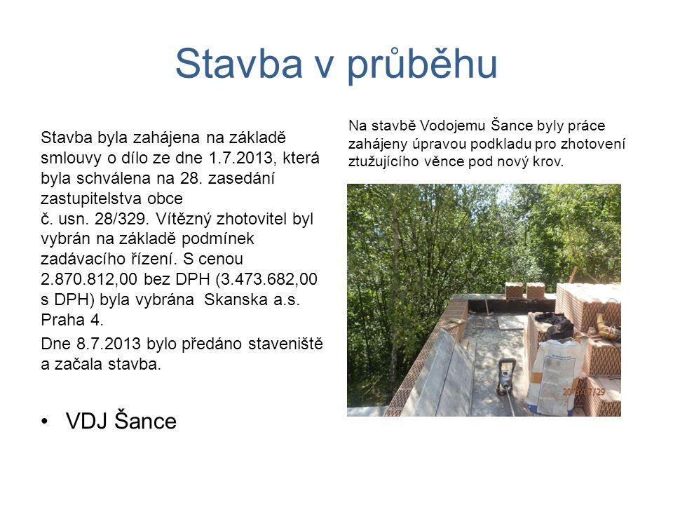 Stavba v průběhu Stavba byla zahájena na základě smlouvy o dílo ze dne 1.7.2013, která byla schválena na 28.