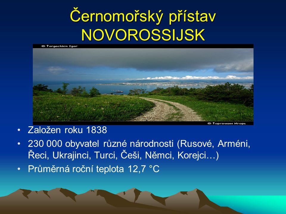 Černomořský přístav NOVOROSSIJSK Založen roku 1838 230 000 obyvatel různé národnosti (Rusové, Arméni, Řeci, Ukrajinci, Turci, Češi, Němci, Korejci…) Průměrná roční teplota 12,7 °C