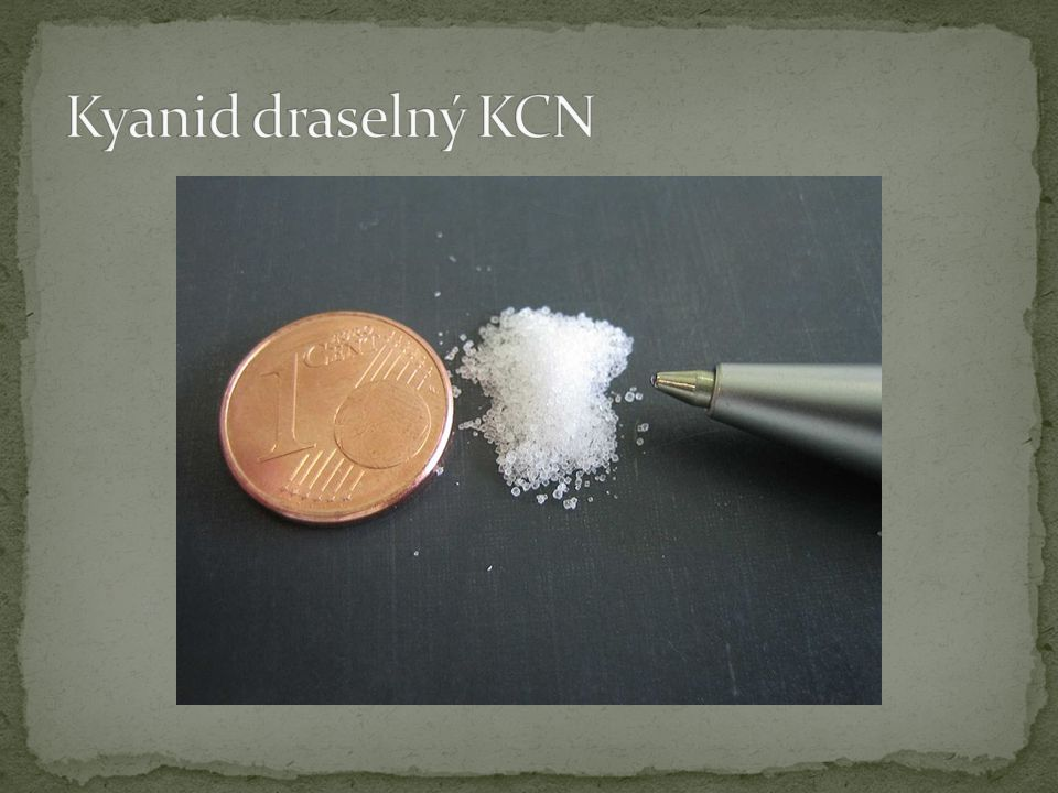 triviální název: cyankáli = draselná sůl kyseliny kyanovodíkové, prudce jedovatá vzhled: bílá, krystalická látka nehořlavá v suchu bez zápachu, vlhký stav- známky čpavku molární hmotnost: 65,116 g/mol teplota tání: 634,5 °C rozpustnost: voda, methanol, ethanol, glycerol