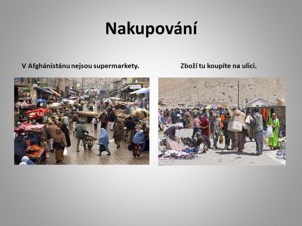 Nakupování V Afghánistánu nejsou supermarkety. Zboží tu koupíte na ulici.