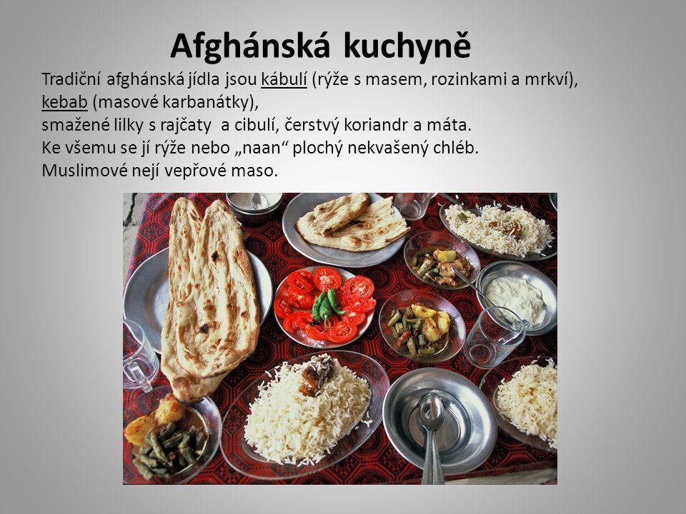 Afghánská kuchyně Tradiční afghánská jídla jsou kábulí (rýže s masem, rozinkami a mrkví), kebab (masové karbanátky), smažené lilky s rajčaty a cibulí,
