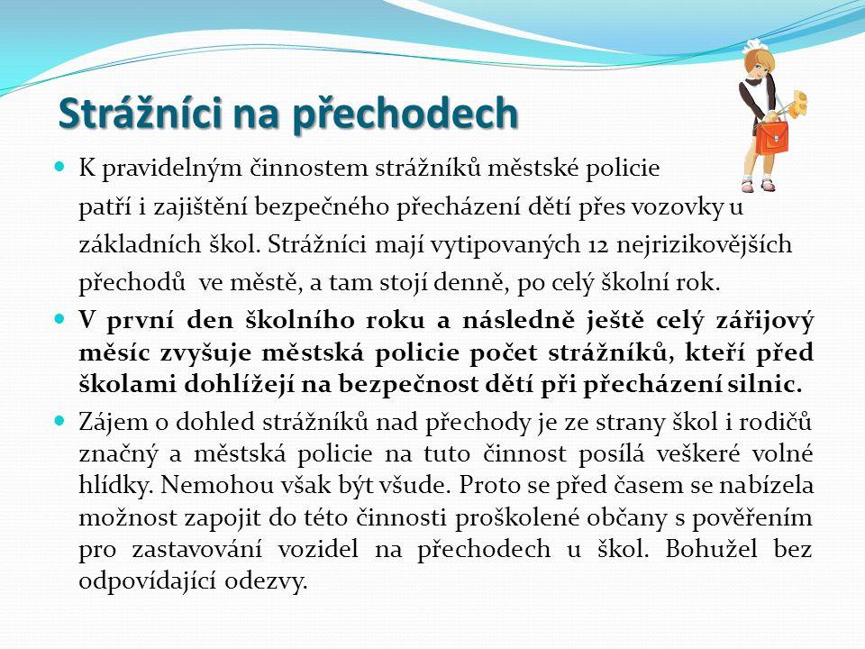 Strážníci na přechodech K pravidelným činnostem strážníků městské policie patří i zajištění bezpečného přecházení dětí přes vozovky u základních škol.