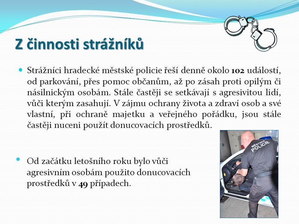Z činnosti strážníků Strážníci hradecké městské policie řeší denně okolo 102 událostí, od parkování, přes pomoc občanům, až po zásah proti opilým či násilnickým osobám.