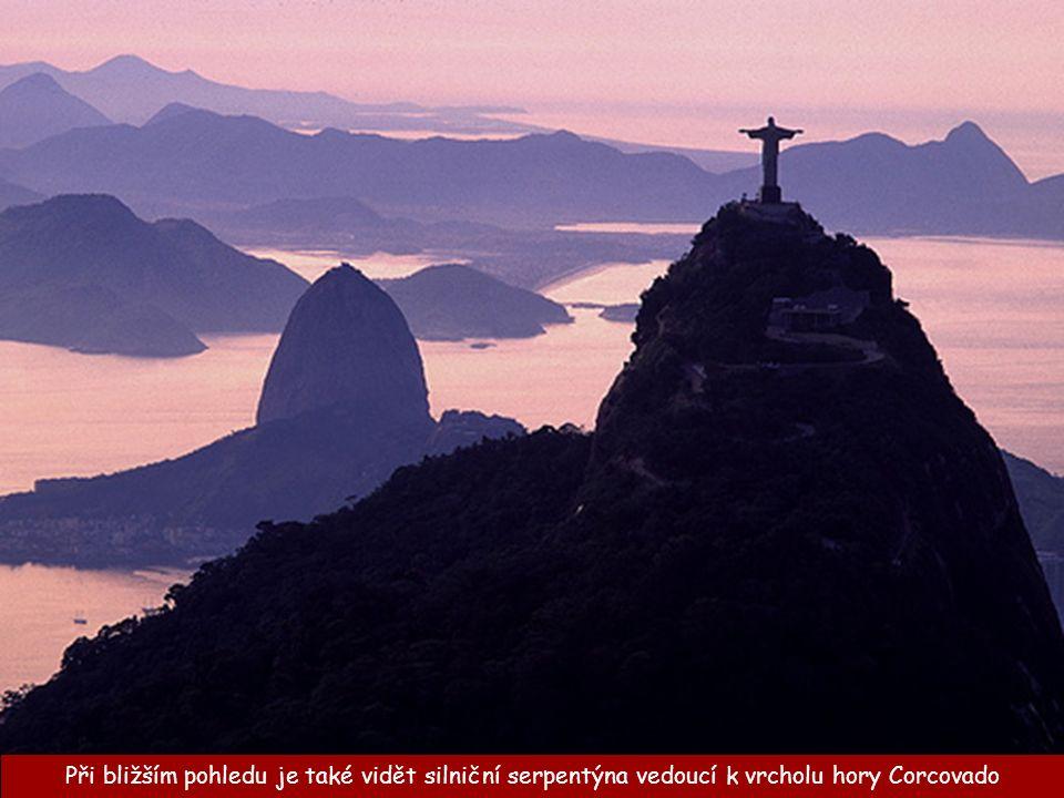 Stavitelé ošidili turistickou a putovní hodnotu samotného výstupu, zřízením lanovky na horu Corcovado.