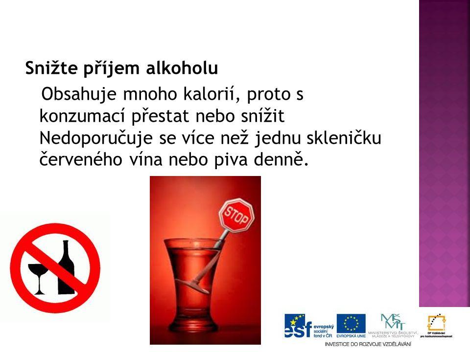 Snižte příjem alkoholu Obsahuje mnoho kalorií, proto s konzumací přestat nebo snížit Nedoporučuje se více než jednu skleničku červeného vína nebo piva denně.
