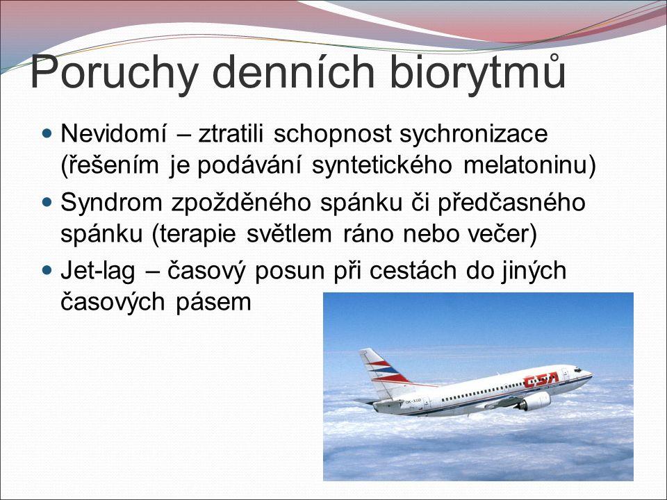 Poruchy denních biorytmů Nevidomí – ztratili schopnost sychronizace (řešením je podávání syntetického melatoninu) Syndrom zpožděného spánku či předčasného spánku (terapie světlem ráno nebo večer) Jet-lag – časový posun při cestách do jiných časových pásem