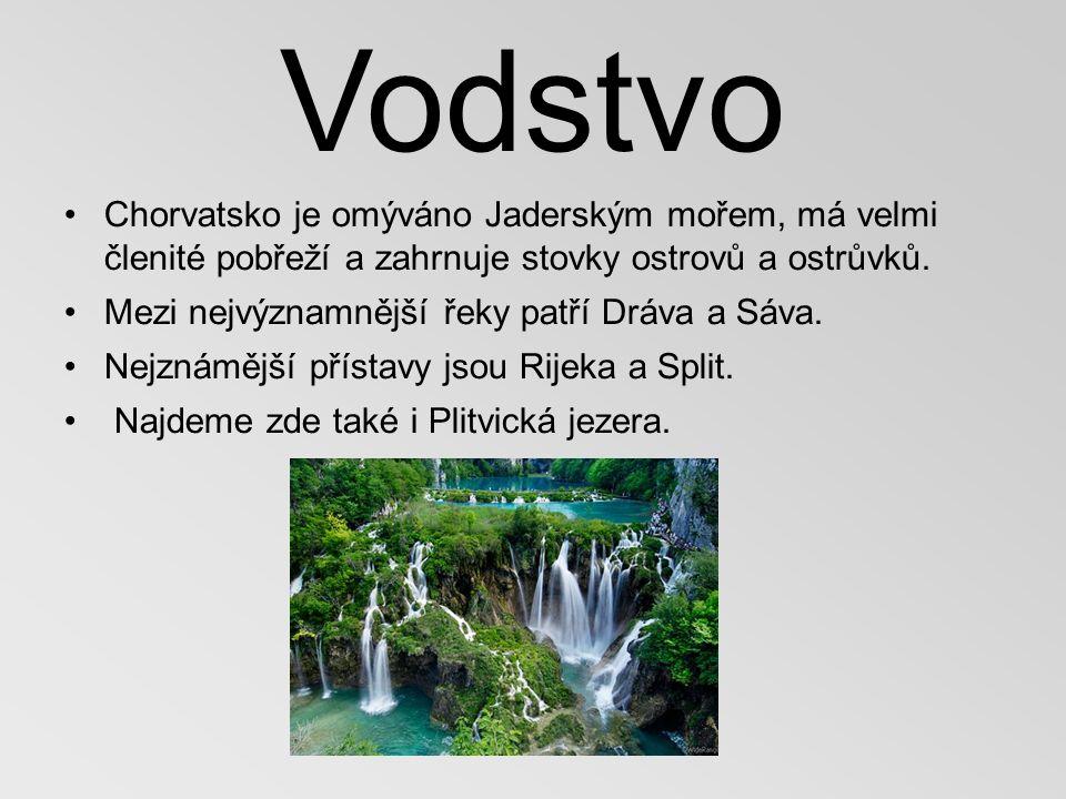 Vodstvo Chorvatsko je omýváno Jaderským mořem, má velmi členité pobřeží a zahrnuje stovky ostrovů a ostrůvků.
