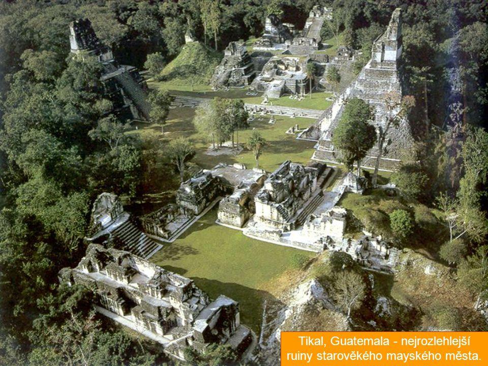 Tikal, Guatemala - nejrozlehlejší ruiny starověkého mayského města.