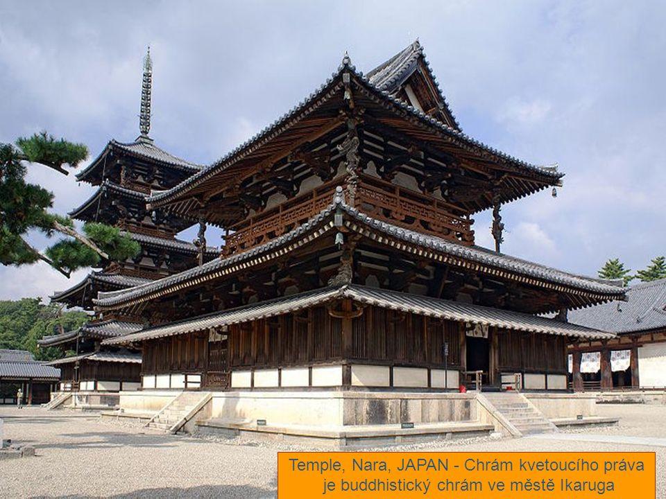 Temple, Nara, JAPAN - Chrám kvetoucího práva je buddhistický chrám ve městě Ikaruga