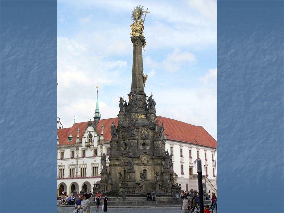 Olomoucký čestný sloup Nejsvětější Trojice je vůbec největším seskupením barokních soch v jedné skulptuře ve střední Evropě.