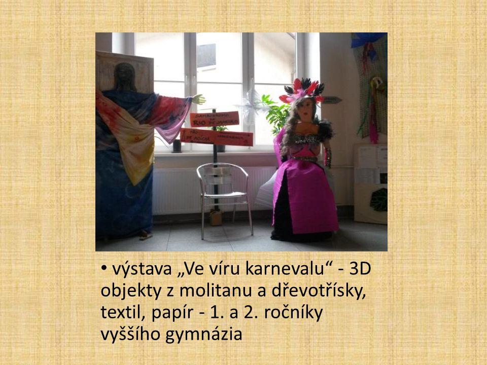 """výstava """"Ve víru karnevalu"""" - 3D objekty z molitanu a dřevotřísky, textil, papír - 1. a 2. ročníky vyššího gymnázia"""