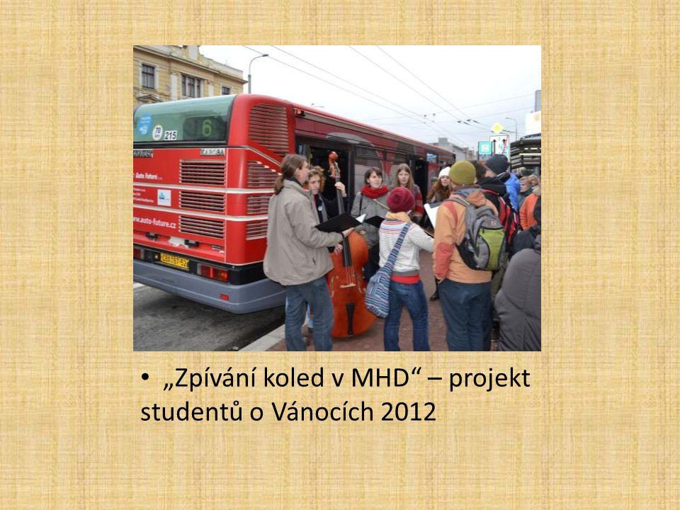 """""""Zpívání koled v MHD"""" – projekt studentů o Vánocích 2012"""
