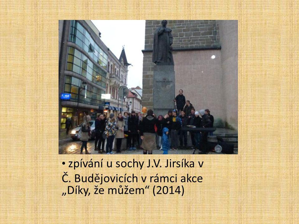 """zpívání u sochy J.V. Jirsíka v Č. Budějovicích v rámci akce """"Díky, že můžem"""" (2014)"""