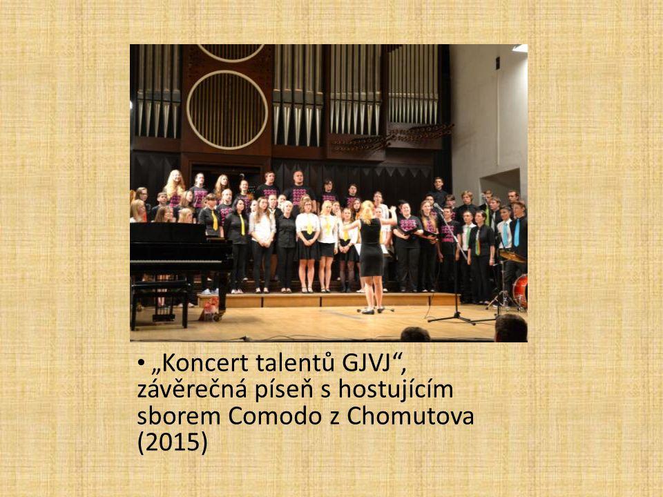 """"""" Koncert talentů GJVJ"""", závěrečná píseň s hostujícím sborem Comodo z Chomutova (2015)"""