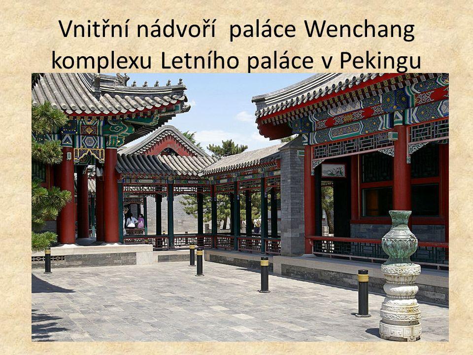 Vnitřní nádvoří paláce Wenchang komplexu Letního paláce v Pekingu