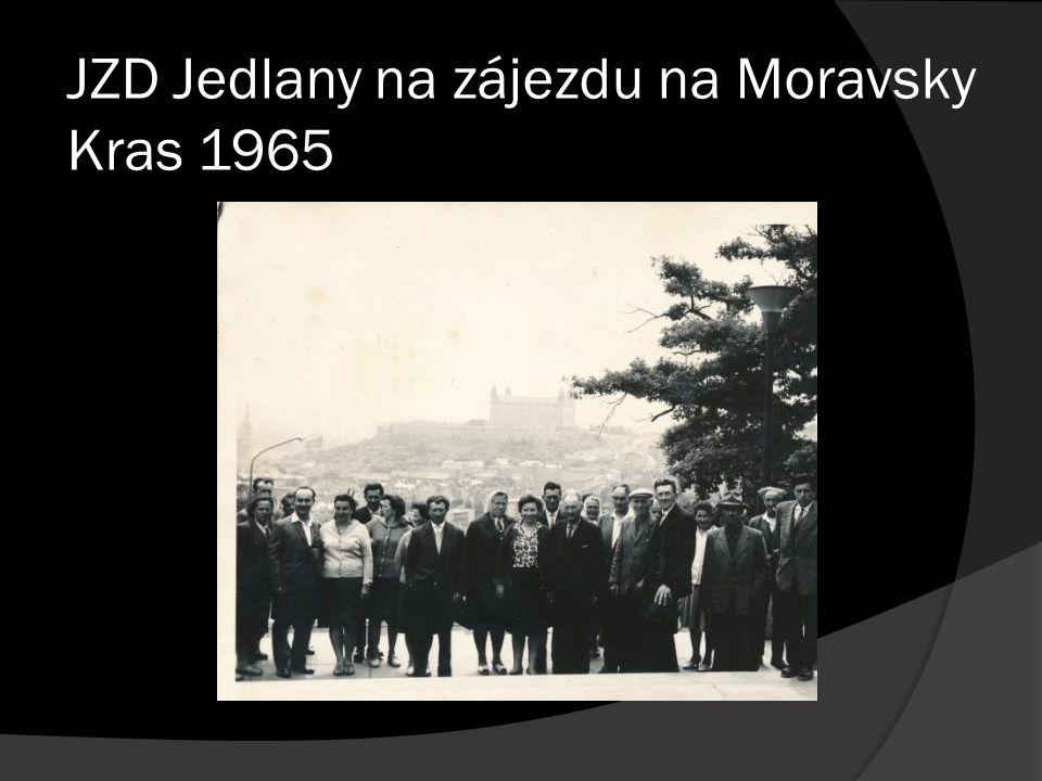 JZD Jedlany na zájezdu na Moravsky Kras 1965