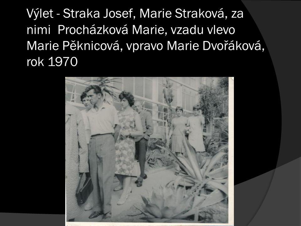 Výlet - Straka Josef, Marie Straková, za nimi Procházková Marie, vzadu vlevo Marie Pěknicová, vpravo Marie Dvořáková, rok 1970