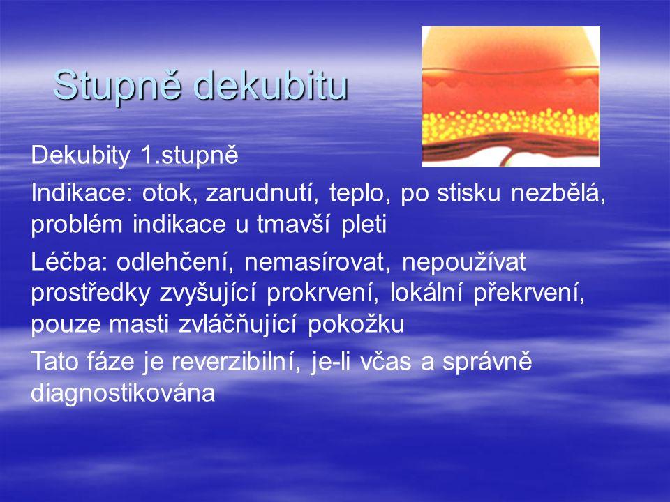 Stupně dekubitu Dekubity 1.stupně Indikace: otok, zarudnutí, teplo, po stisku nezbělá, problém indikace u tmavší pleti Léčba: odlehčení, nemasírovat,