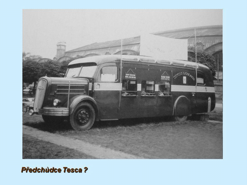 """Reklamní bus typu Škoda 304 N s přední částí karoserie """"londýnského typu byl vlastně pojízdnou prodejnou čokoládovny Orion"""