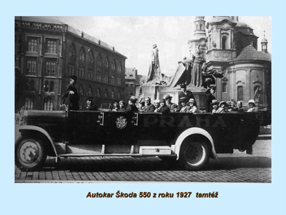 Vyhlídkový autobus pošty na Staroměstském náměstí v Praze 1927