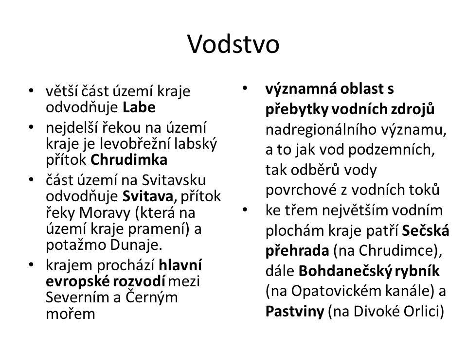Vodstvo větší část území kraje odvodňuje Labe nejdelší řekou na území kraje je levobřežní labský přítok Chrudimka část území na Svitavsku odvodňuje Svitava, přítok řeky Moravy (která na území kraje pramení) a potažmo Dunaje.