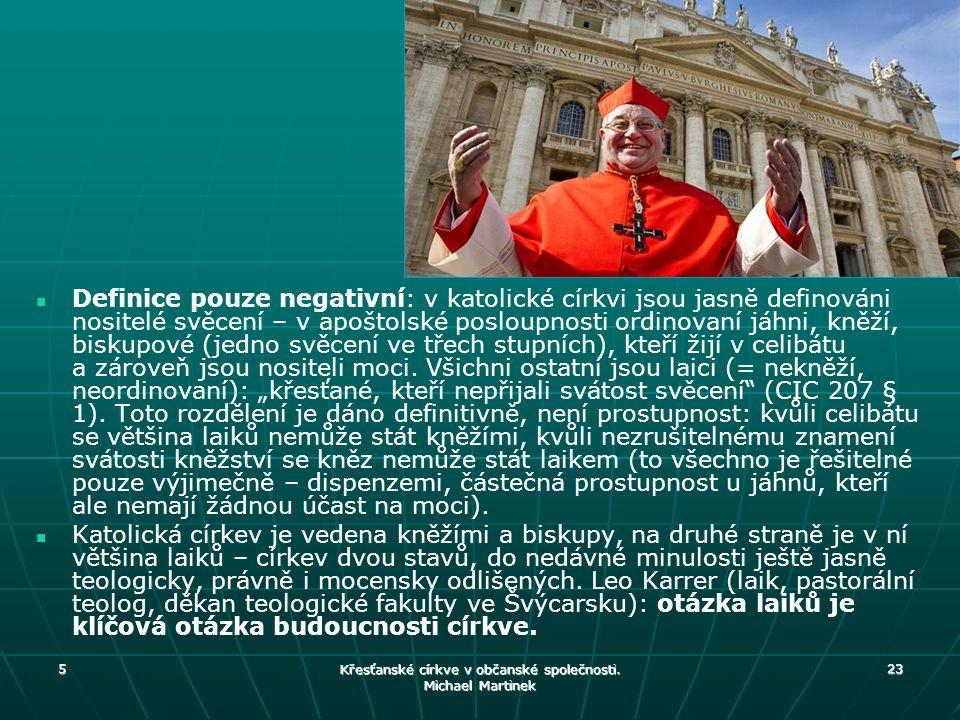 Definice pouze negativní: v katolické církvi jsou jasně definováni nositelé svěcení – v apoštolské posloupnosti ordinovaní jáhni, kněží, biskupové (je