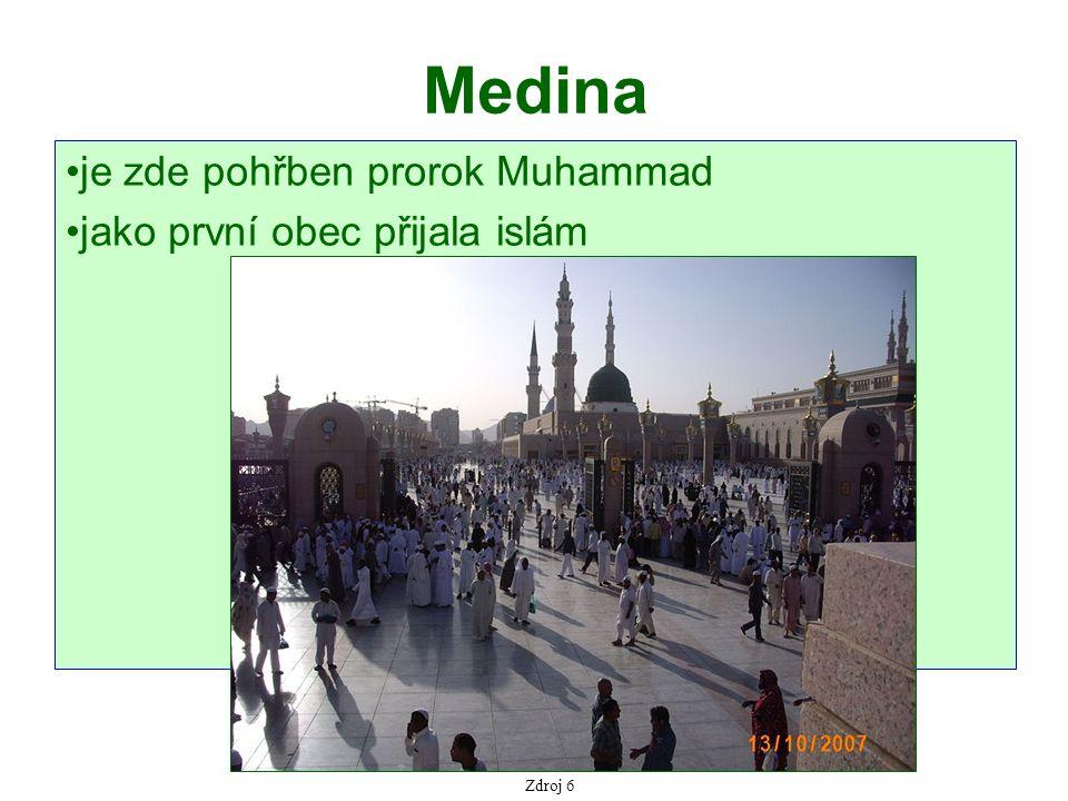 Medina je zde pohřben prorok Muhammad jako první obec přijala islám Zdroj 6