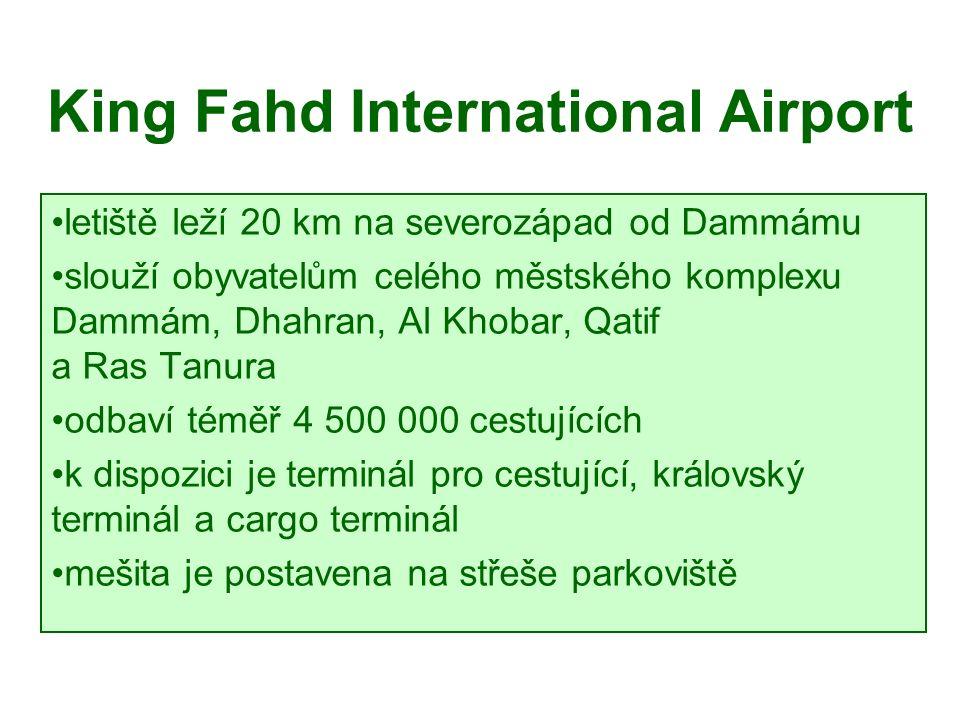 King Fahd International Airport letiště leží 20 km na severozápad od Dammámu slouží obyvatelům celého městského komplexu Dammám, Dhahran, Al Khobar, Qatif a Ras Tanura odbaví téměř 4 500 000 cestujících k dispozici je terminál pro cestující, královský terminál a cargo terminál mešita je postavena na střeše parkoviště