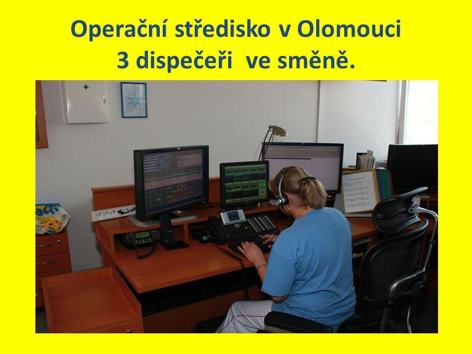 Operační středisko v Olomouci 3 dispečeři ve směně.