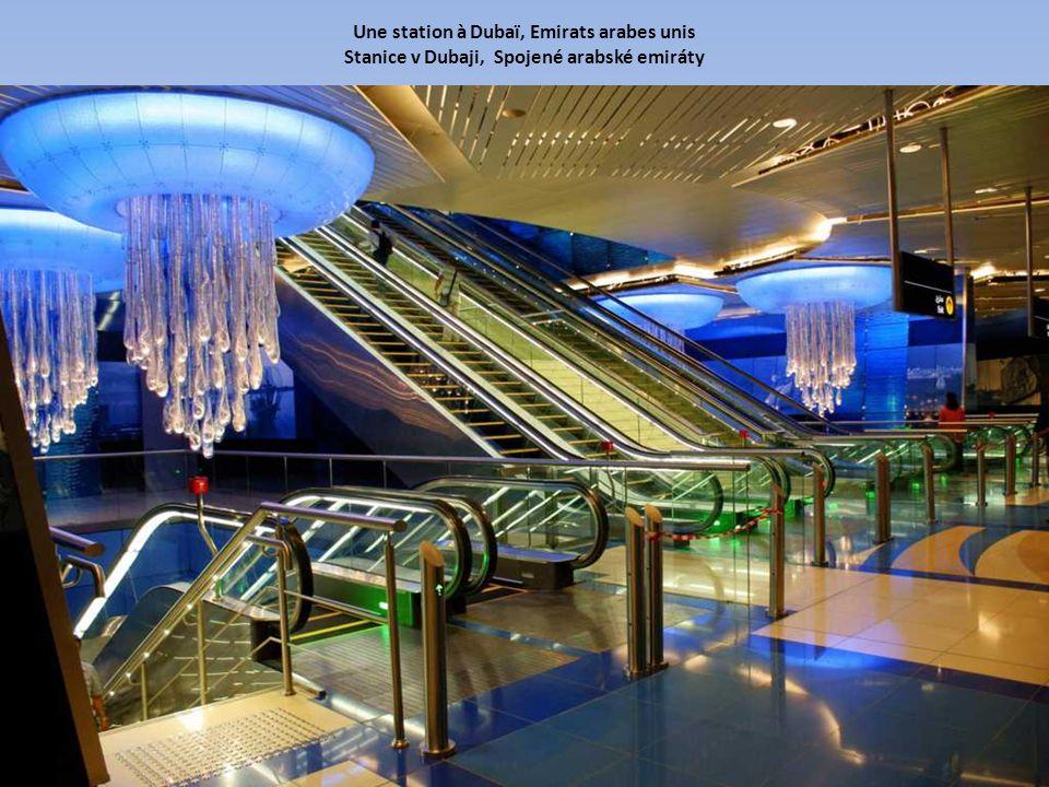 Une station à Dubaï, Emirats arabes unis Stanice v Dubaji, Spojené arabské emiráty