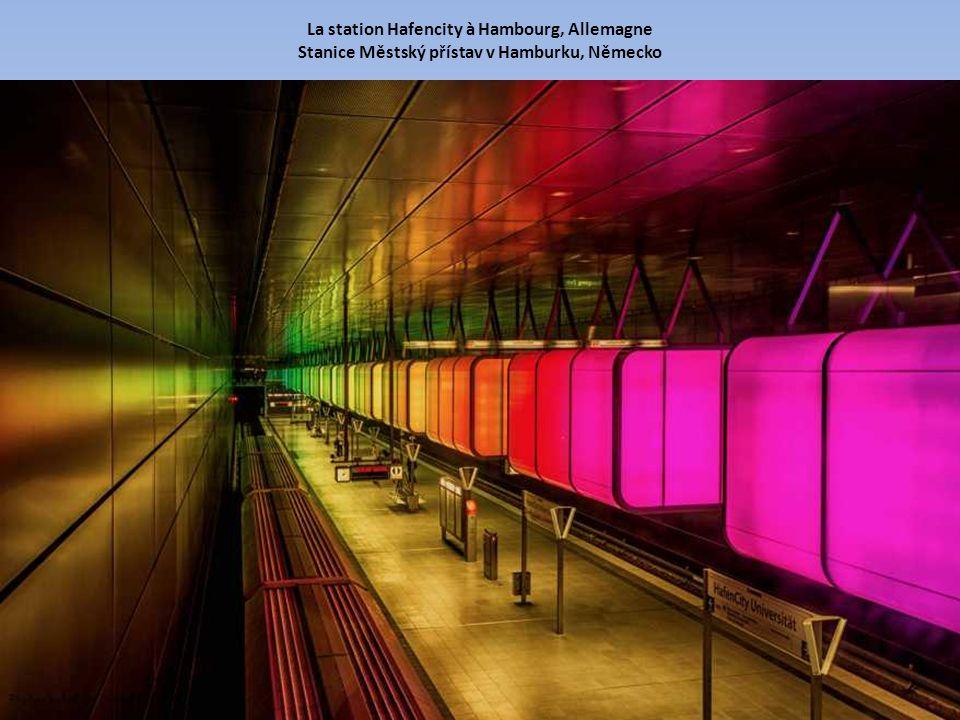 La station Hafencity à Hambourg, Allemagne Stanice Městský přístav v Hamburku, Německo