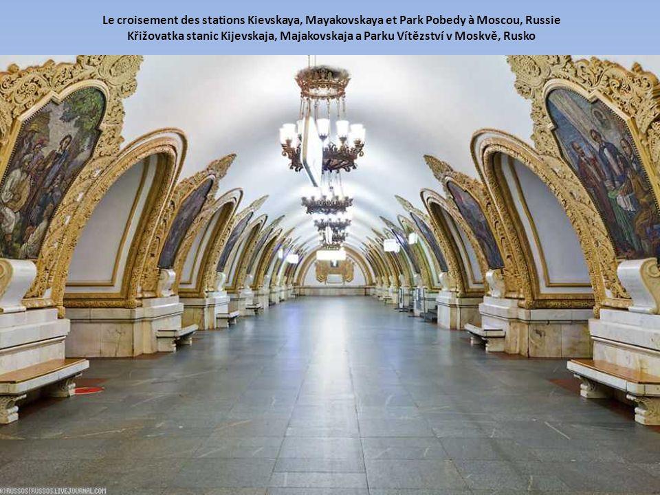 Le croisement des stations Kievskaya, Mayakovskaya et Park Pobedy à Moscou, Russie Křižovatka stanic Kijevskaja, Majakovskaja a Parku Vítězství v Moskvě, Rusko