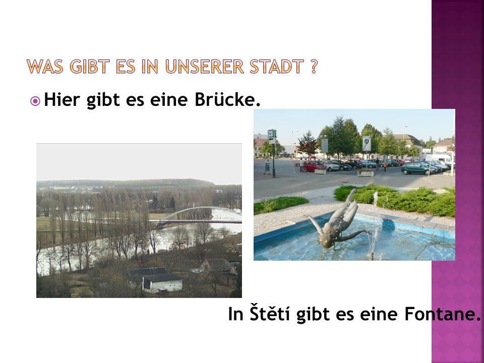  Hier gibt es eine Brücke. In Štětí gibt es eine Fontane.