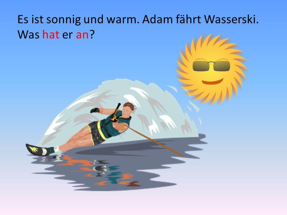 Es ist sonnig und warm. Adam fährt Wasserski. Was hat er an