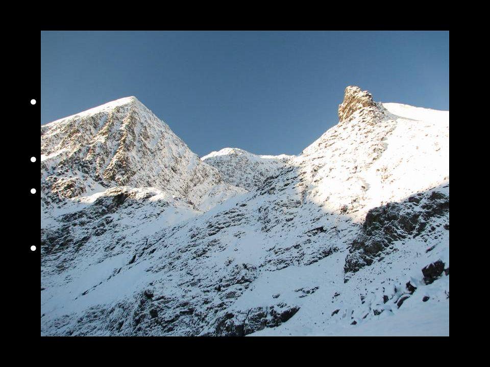 Povrch Irsko je druhým největším z Britských ostrovů Převážně nížinatý ostrov Nejvyšším vrcholem je Carrauntoohill (1041 m n.