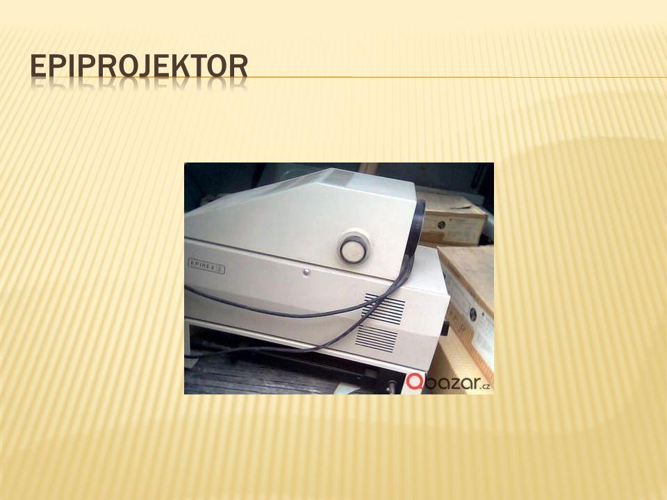  Slouží k přenosu obrazu na promítací plochu.
