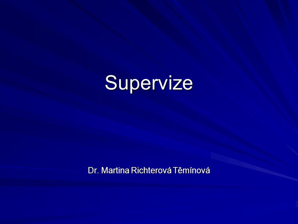 Supervize je: Intensivní, mezilidsky zaměřený individuální vztah, v němž je úkolem jedné z osob usnadňovat rozvoj terapeutické kompetence druhé osoby Je vztah pracovní Prvořadým smyslem supervize je ochrana nejlepších zájmů klienta