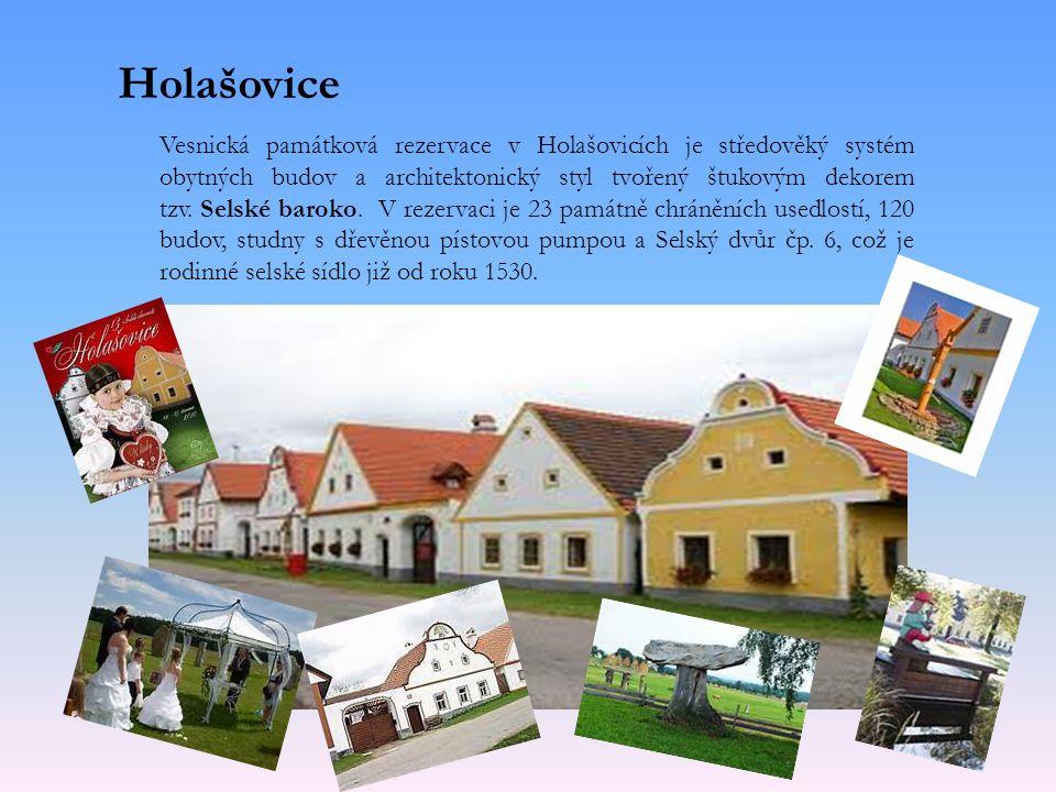 Vesnická památková rezervace v Holašovicích je středověký systém obytných budov a architektonický styl tvořený štukovým dekorem tzv.
